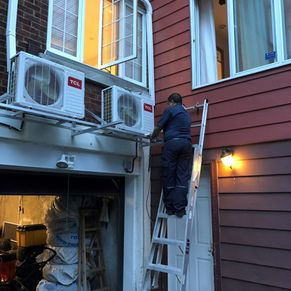 contractor installing the exterior split air conditioner